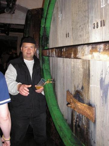 050907_CZECH_Plzen___Pilsenr_Urquell_Brewery_straight_from_the_lager_barrels.JPG