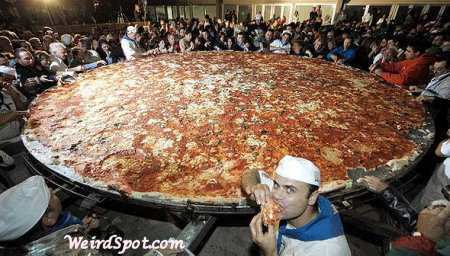 1hugepizza.jpg
