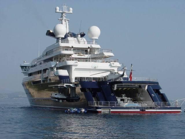mega_yacht.rear_shot.jpg