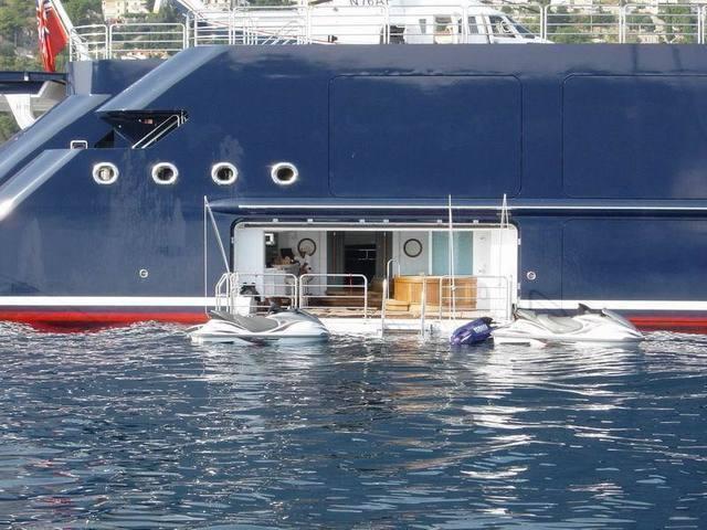 mega_yacht_bar.jpg